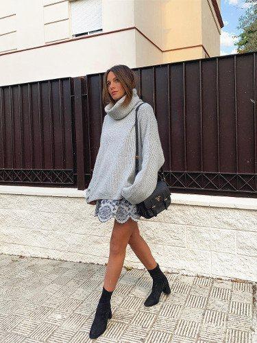 Rocío Osorno con un jersey oversize en color gris
