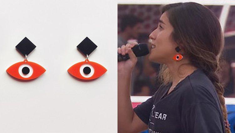 Julia Medina con pendientes de Vico y Bian durante un pase de micros de 'OT 2018'