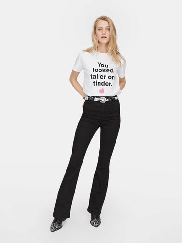 Camiseta 'You looked taller on Tinder' de la colección 'Stradivarius X Tinder' para San Valentin.