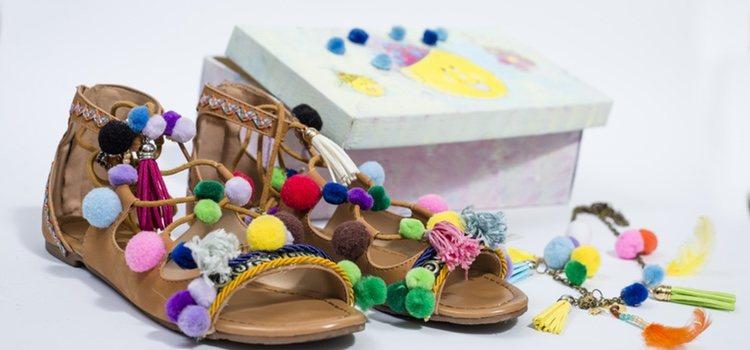 Sandalias coloridas