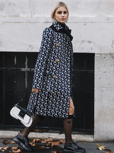 Lo que se busca con este look es darle importancia máxima a los calcetines ejecutivos