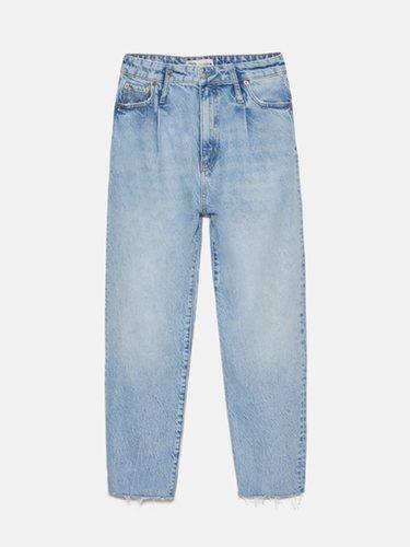 Los pantalones efecto lavado tienen un aspecto desteñido | Foto: Zara