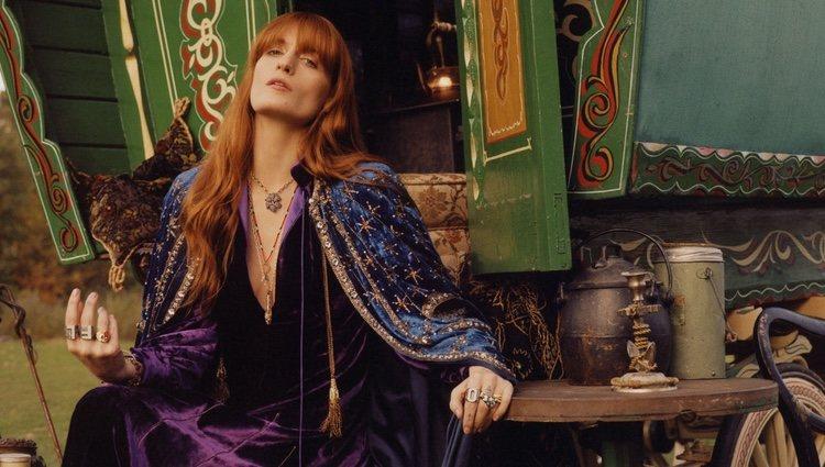 Florence Welch posa con la nueva colección de joyería de Gucci