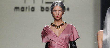Desfile de María Barros de su colección otoño/invierno 2012/2013 en Fashion Week Madrid, joyas de Daniel Espinosa