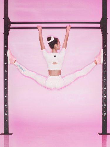 Estética deportiva que recuerda a la gimnasia artística en la colección cápsula