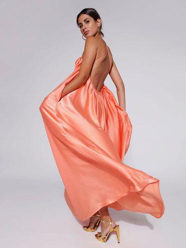 Mery Turiel con un diseño satinado fluido de la marca Womance