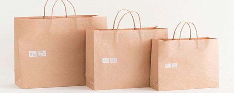 Uniqlo sustituye el plástico por el papel reciclado en sus bolsas