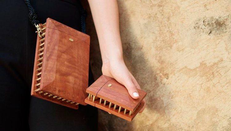 Bolso y cartera de madera sostenible de Soüf | Foto: Soüf