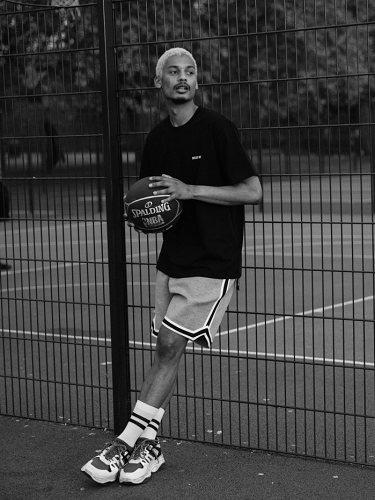 Estética noventera y deportiva en la colaboración The Kooples con la NBA