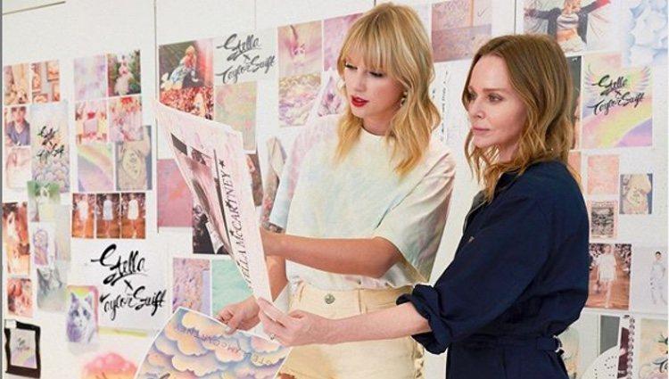 Taylor Swift y Stella McCartney trabajando en su colaboración