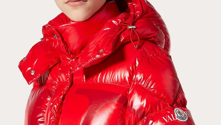 El resultado son nueve abrigos creados a partir del lacado de nylon