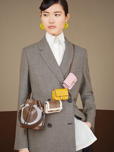 Fendi sigue la tendencia de los mini bolsos