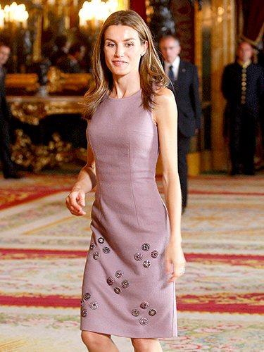 La que fue Princesa de Asturias con vestido rosa palo