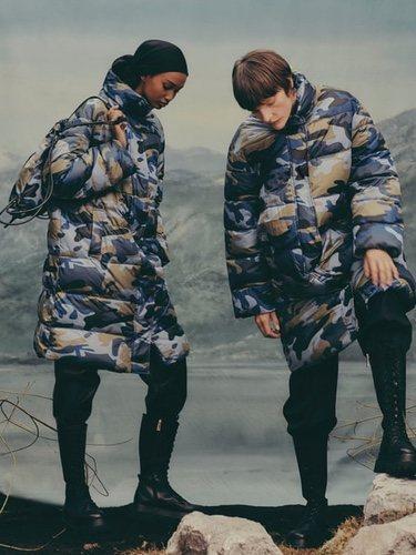 Plumas de camuflaje con mochila a juego de la colección 'Upcycled Outerwear Colecction'