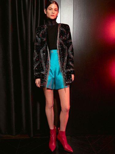 Blazer de terciopelo y shorts turquesa de Uterqüe