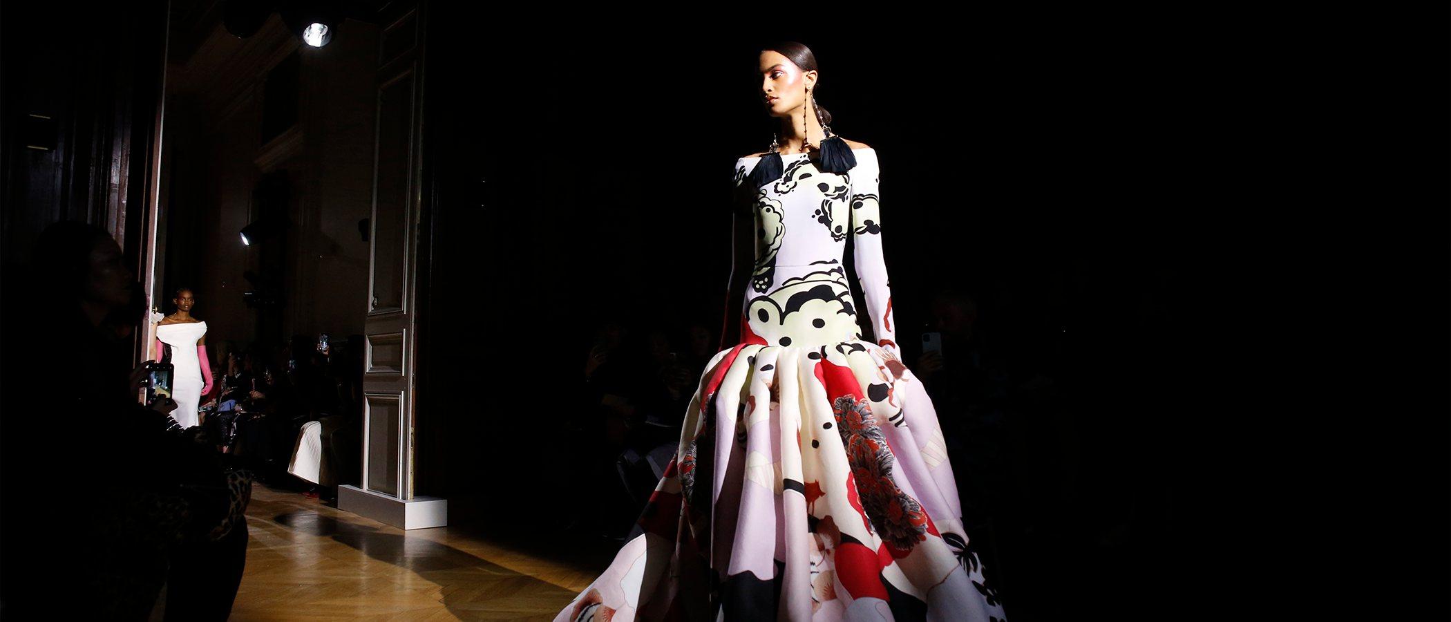 Valentino destila magia con sus creaciones de Alta Costura en París