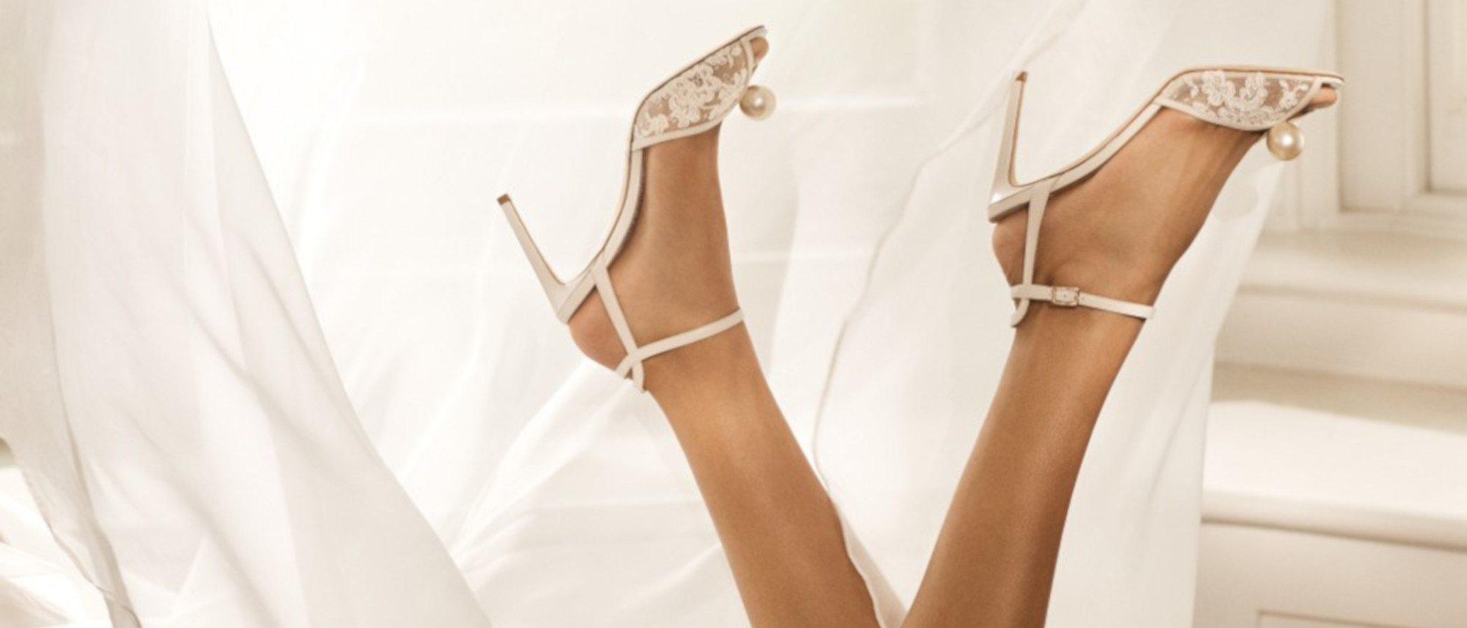 Jimmy Choo diseña los zapatos de ensueño en su colección novia 2020
