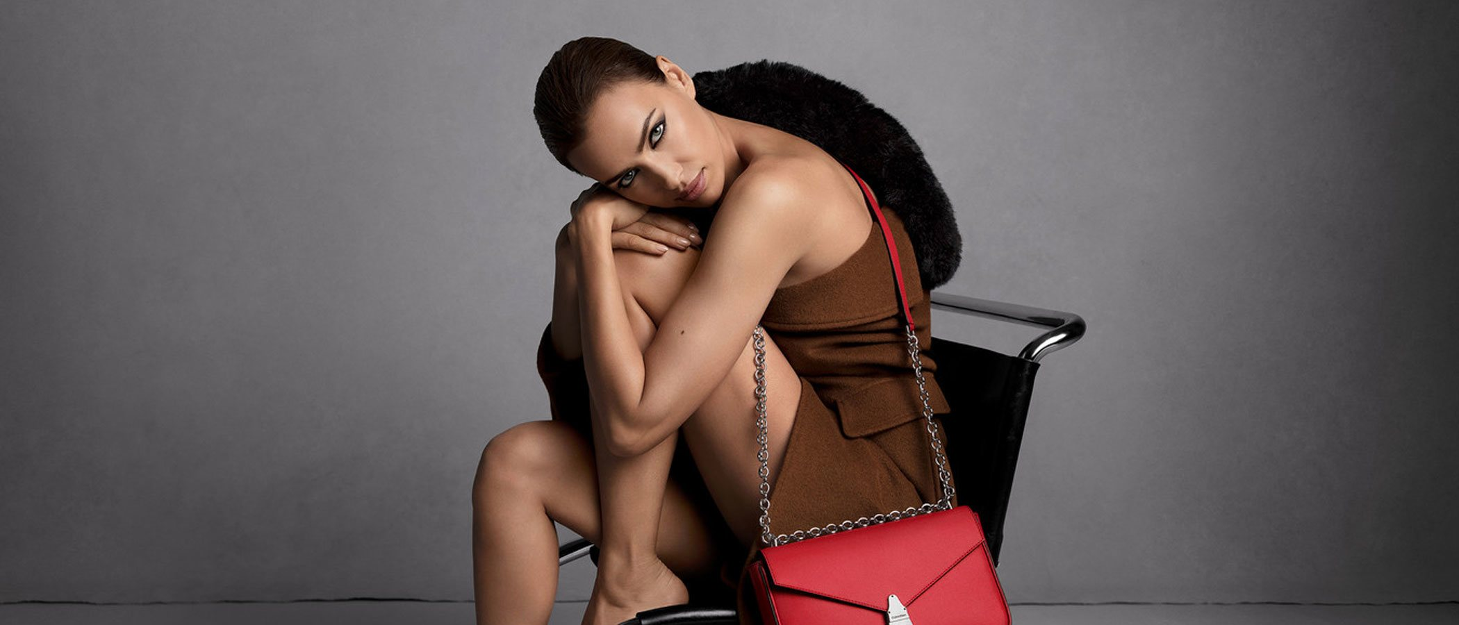 Irina Shayk se desnuda para Calvin Klein