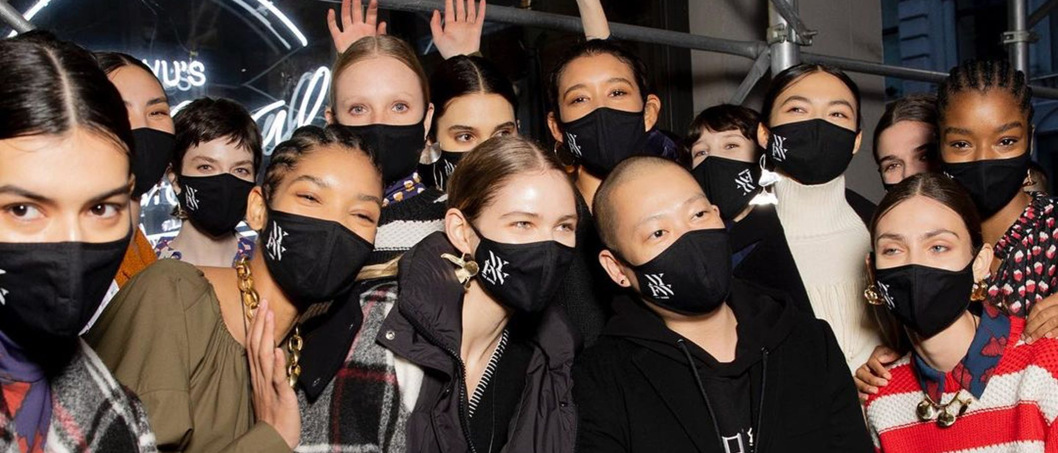 Jason Wu inaugura la New York Fashion Week haciendo una Oda a la vieja normalidad