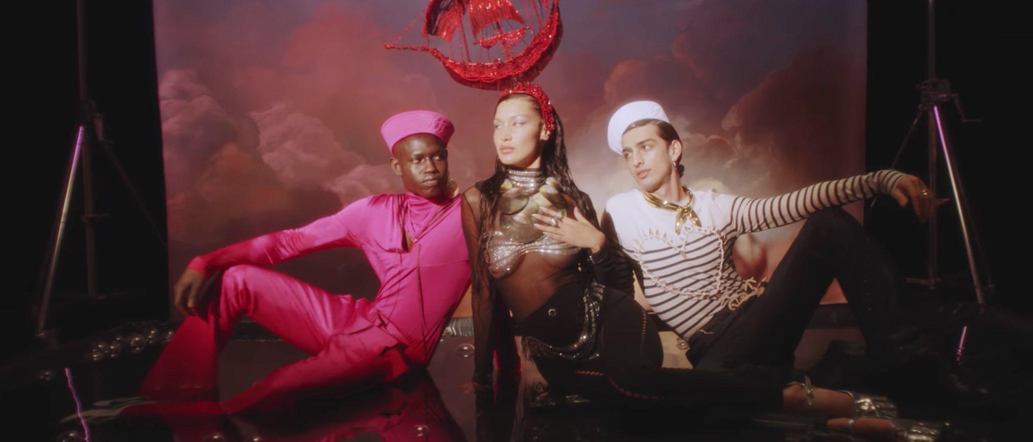 Bella Hadid presenta el regreso al prêt-à-porter de Jean Paul Gaultier en colaboración con Palomo Spain (entre otros)
