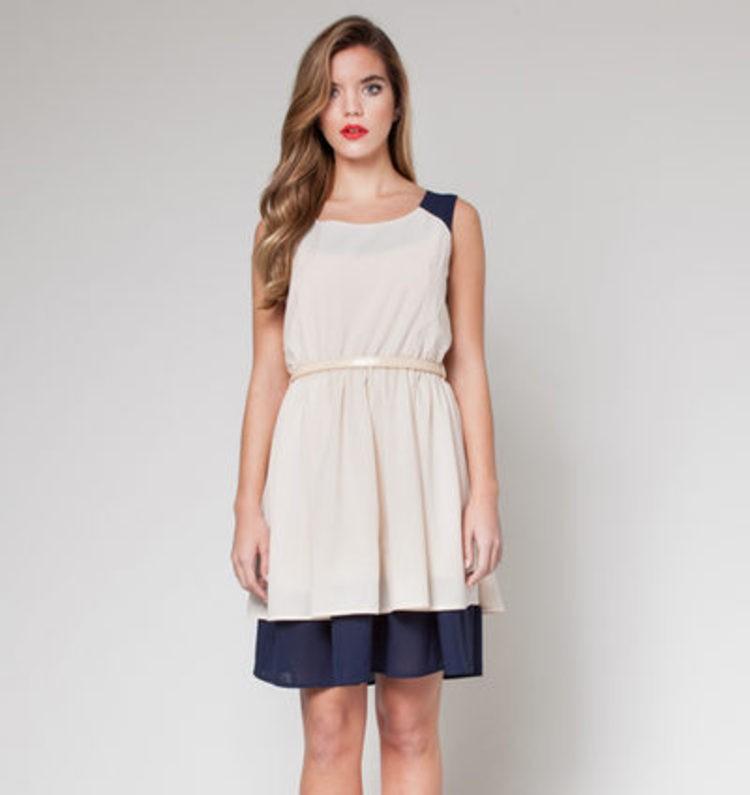 Sonar con vestidos blancos de primera comunion