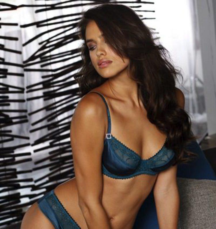 7ed098e85a Irina Shayk posa muy sexy para la firma de lencería La Senza - Bekia Moda