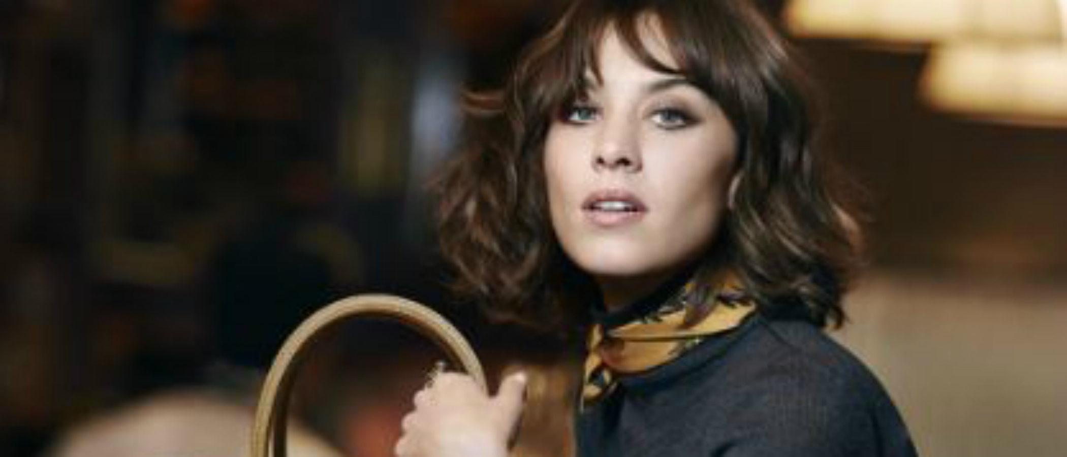 Longchamp estrena los nuevos bolsos 'Paris Premier' y 'Pénélope Fantasie' junto a su musa por excelencia: Alexa Chung