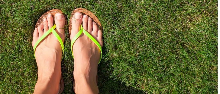 Chanclas en verano: cuándo usarlas y cuándo no