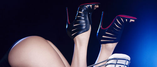 Con diseño de jaulas y abotinadas: así son las sandalias de Christian Louboutin para otoño
