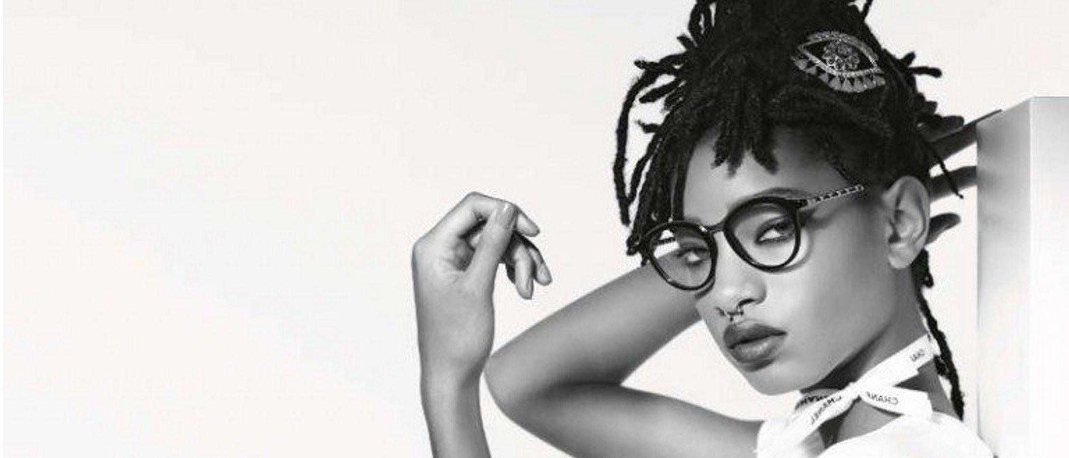 Willow Smith evoca el espíritu chic urbanita para la colección de otoño/invierno de gafas de sol de Chanel