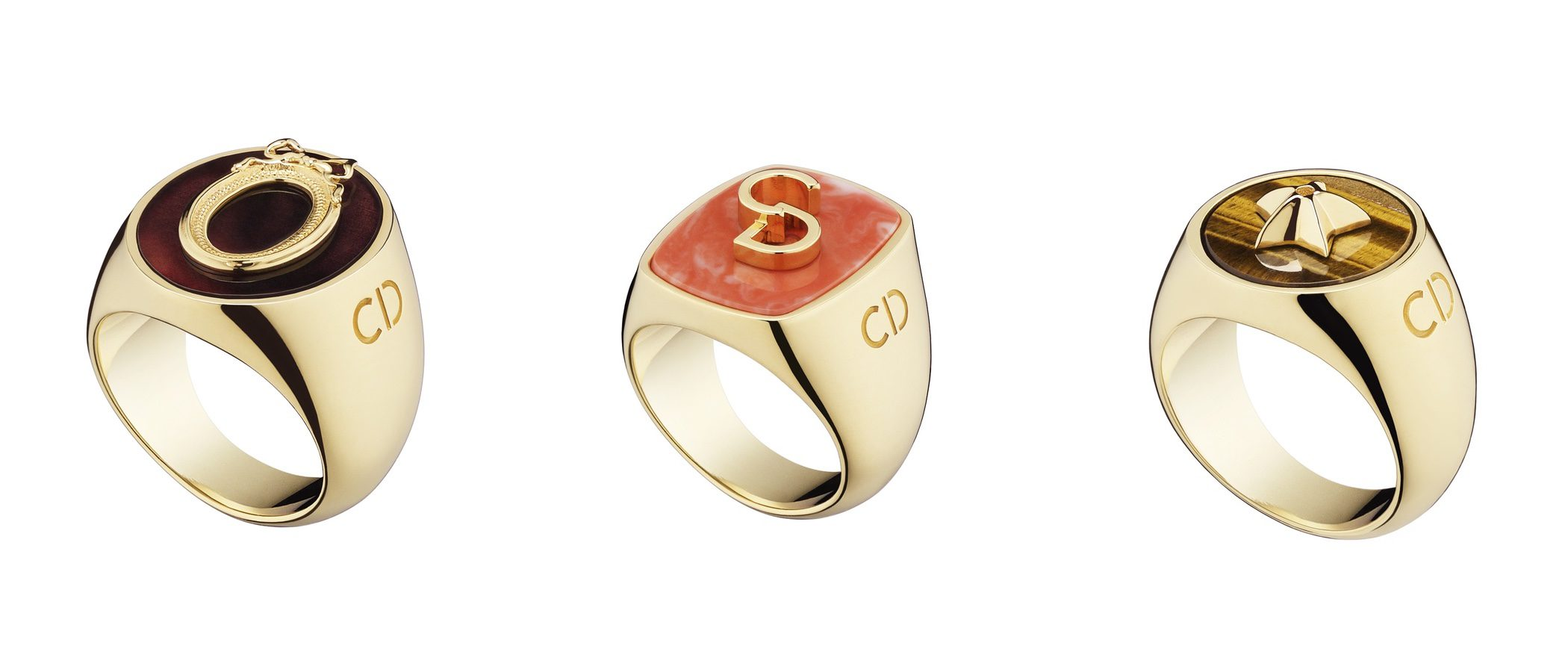 Dior lanza una colección de anillos de la suerte con símbolos de la casa como amuletos