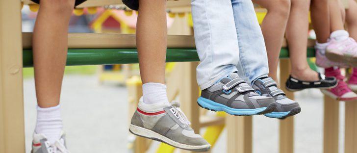 Calzado infantil: ¿qué zapatos son los más adecuados para ir al cole?