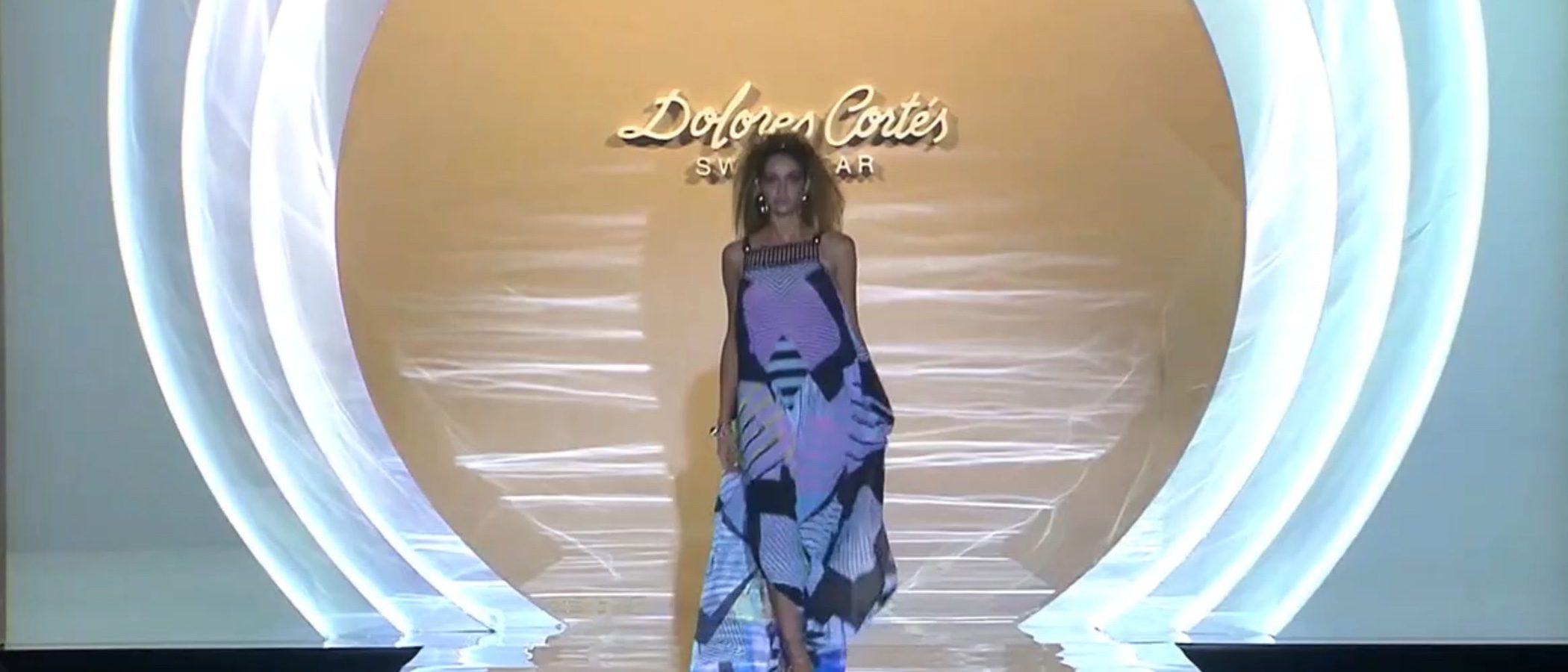 Dolores Cortés lleva la estética vanguardista a la Madrid Fashion Week para su primavera/verano 2017