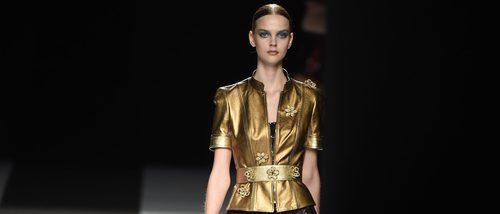 El sexy oro: Felipe Varela derrocha sensualidad con su colección primavera/verano 2017