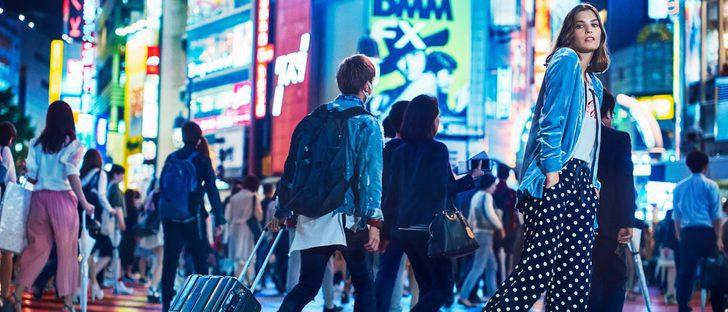 Mango y su campaña 'Journeys' para invierno 2017 viajan a Tokio con Alma Jodorowsky