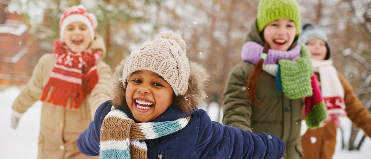 Moda infantil en invierno: cómo vestir a los niños para ir al parque