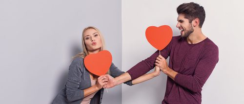 Look masculino para San Valentín: ¿camisa o camiseta?