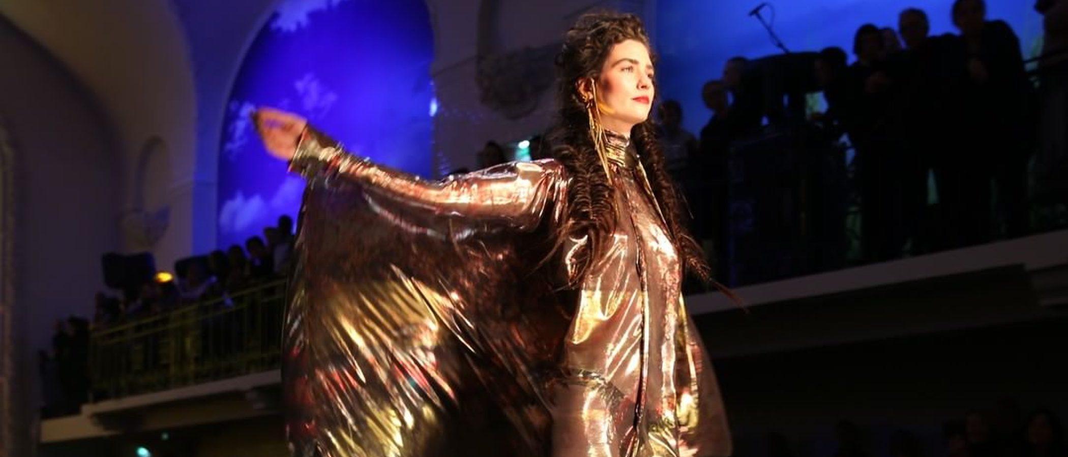 El color ochentero inunda la Semana de la Alta Costura de París con el desfile de Jean Paul Gaultier