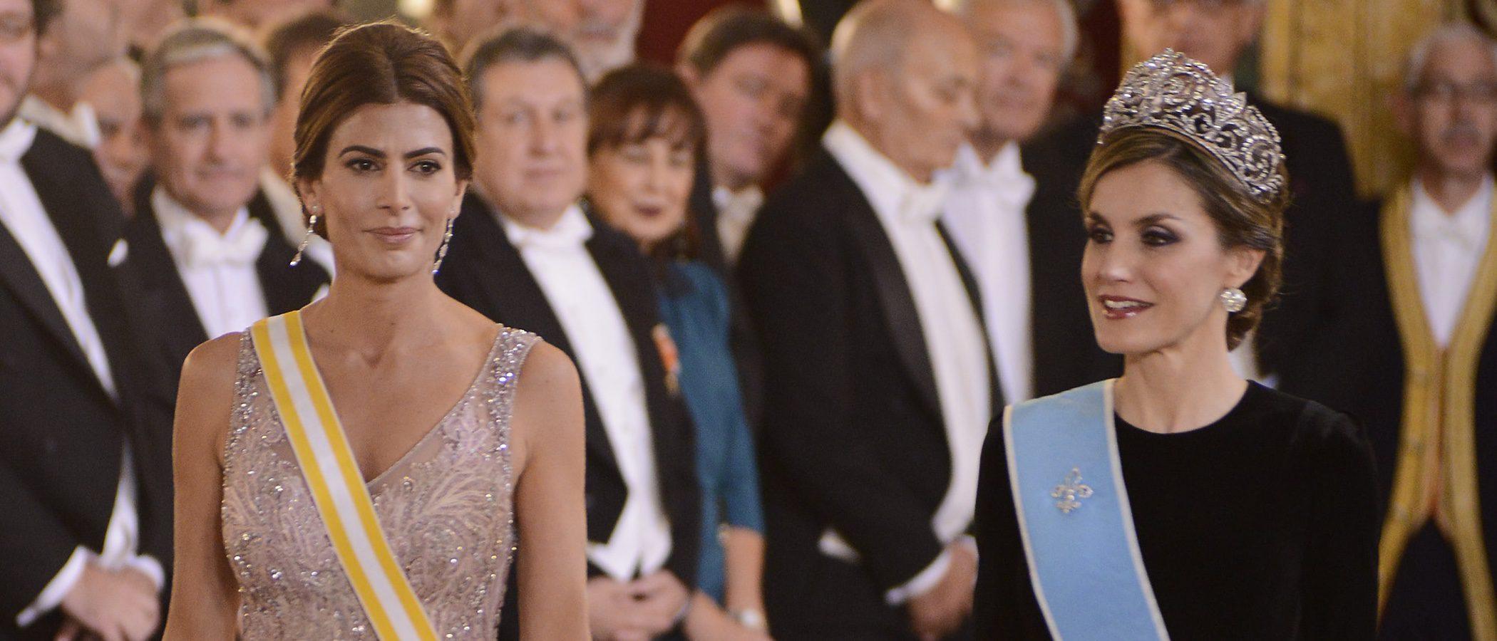 La Reina Letizia y Juliana Awada: dos estilos opuestos en la cena de gala del Palacio Real