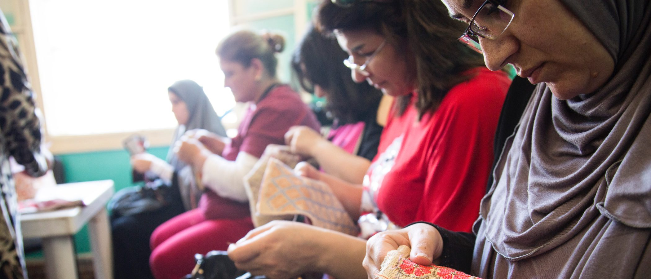Gioseppo lanza una colección solidaria de sandalias para ayudar a mujeres refugiadas de Siria