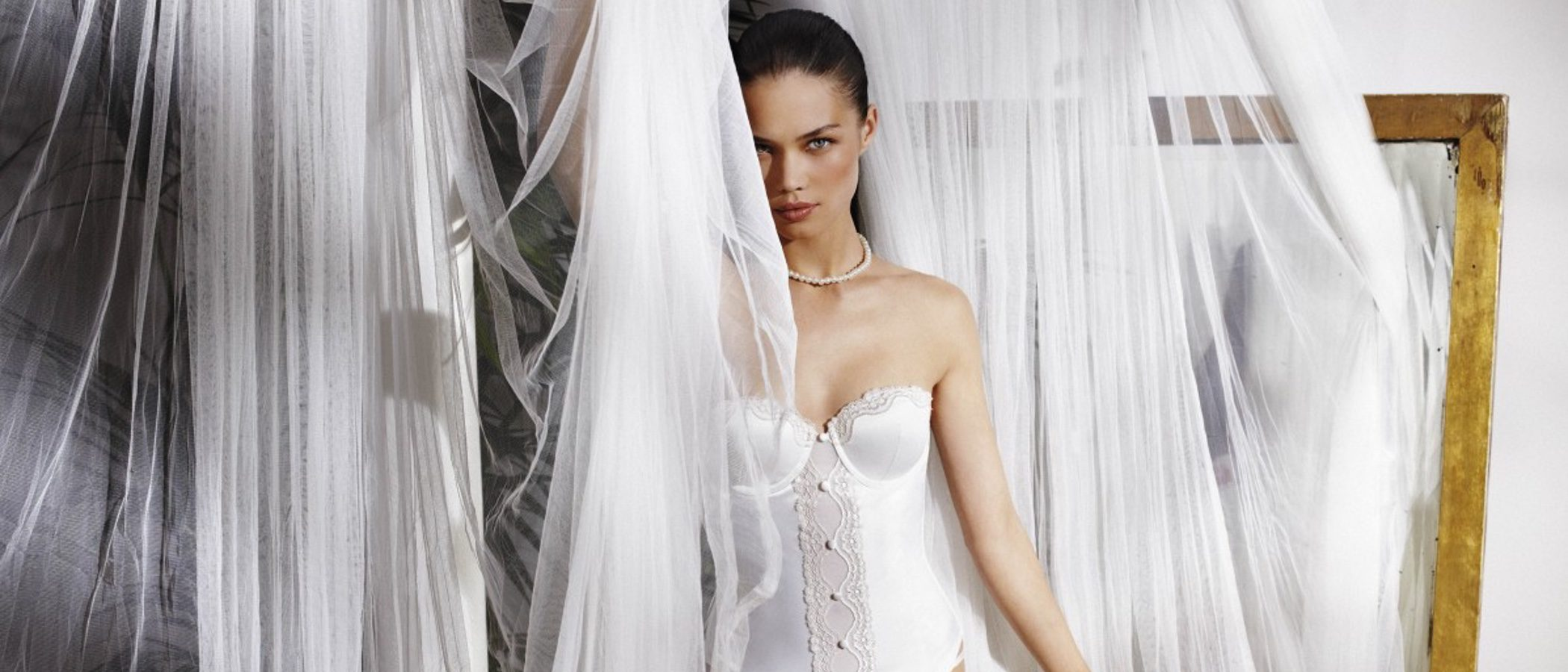 Triumph presenta una selección de su colección especial para novias
