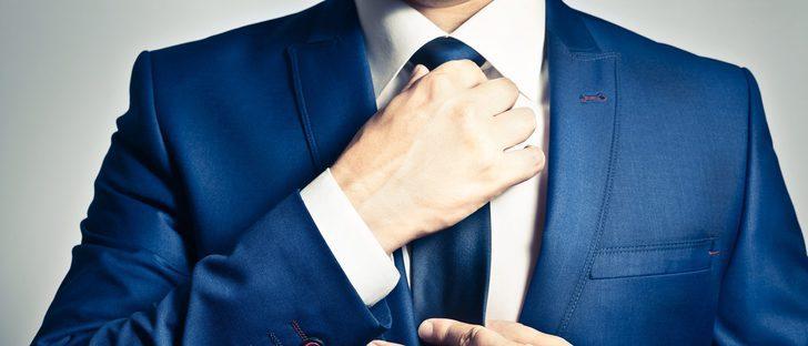 Cómo hacer un nudo de corbata básico