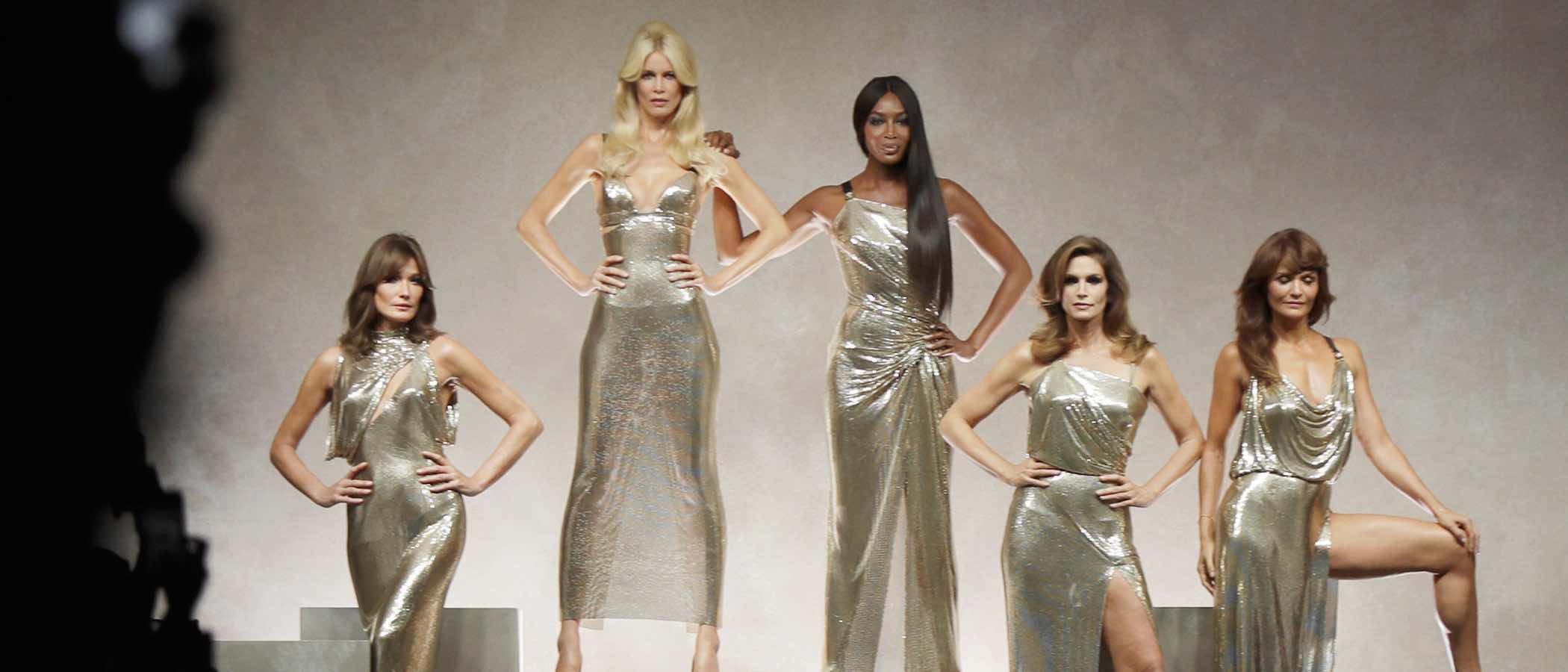 Versace sube a la Milan Fashion Week a las tops de los 90