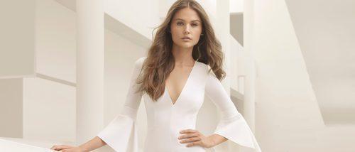 Rosa Clará presenta una colección de novias 2018 muy sensual y elegante