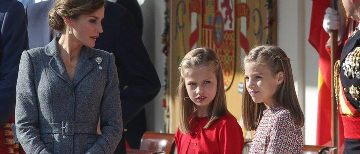 El rojo España de la Princesa Leonor y los desaciertos de Letizia y la Infanta Sofía: los looks de la Hispanidad 2017