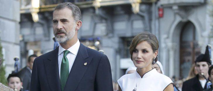 La Reina Letizia conquista los Premios Princesa de Asturias 2017 con un look oriental de Felipe Varela