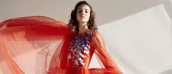 Carolina Herrera se inspira en estampados florales flamencos para su colección NY Pre Fall 2018