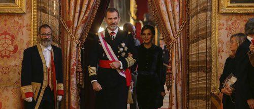 El impecable look terciopelo de la Reina Letizia para la Pascua Militar 2018