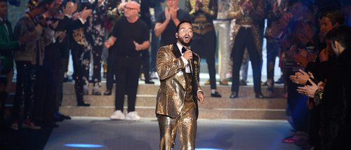 Maluma se convierte en la estrella de Dolce & Gabbana en la Semana de la Moda masculina en Milán