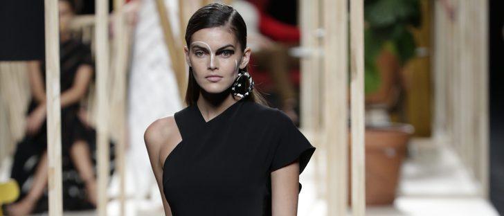 Una propuesta arriesgada y reivindicativa se sube a la Madrid Fashion Week con Juanjo Oliva